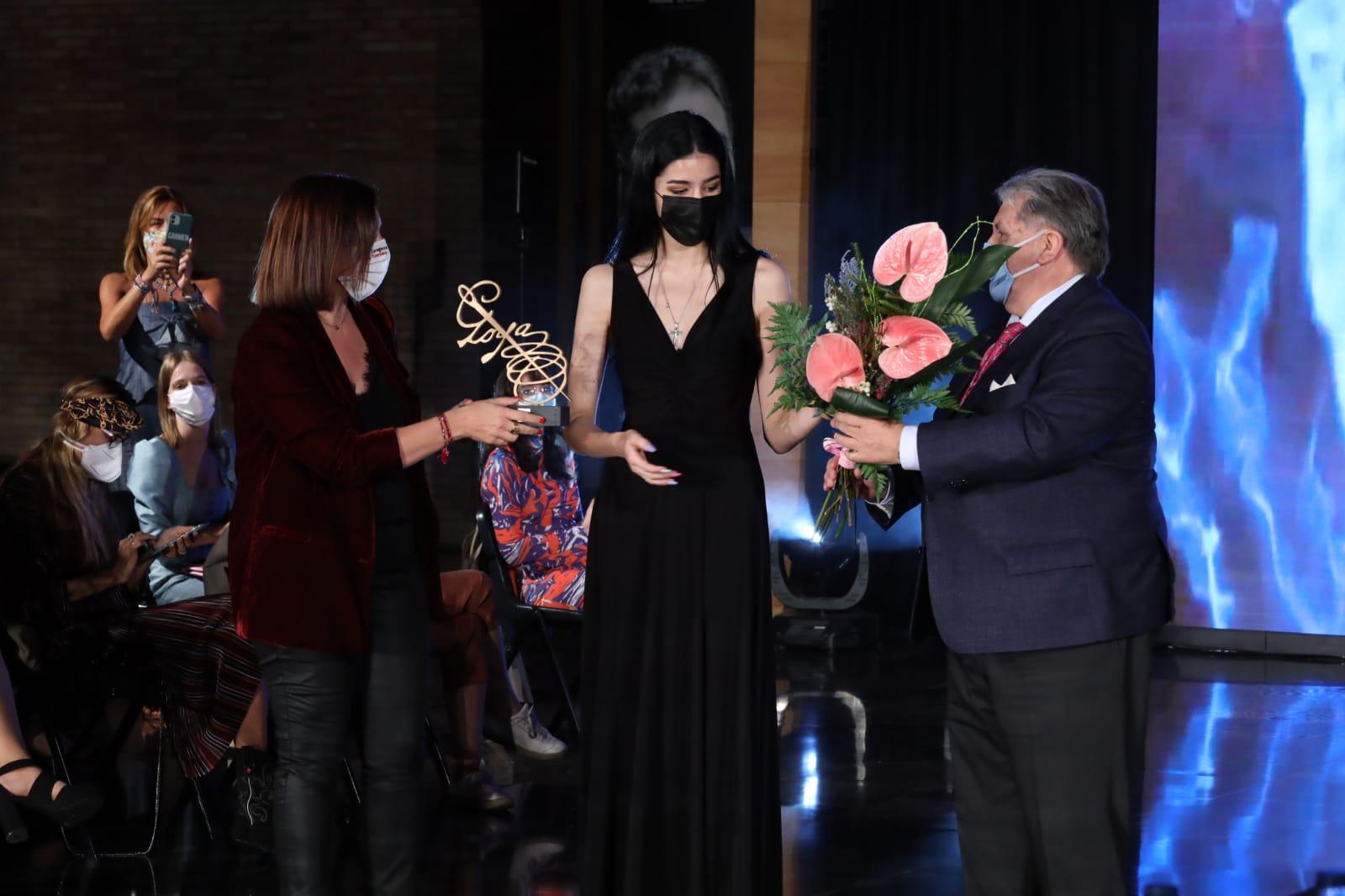 Los diseñadores Antonio Arcos y Paula Tobías, ganadores del certamen 'Aguja Goyesca'