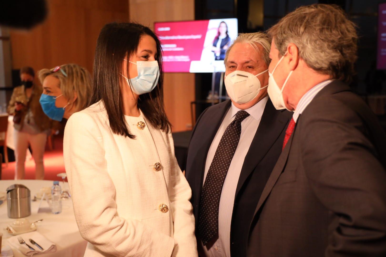 Inés Arrimadas mantiene un encuentro con empresarios del Club Líder